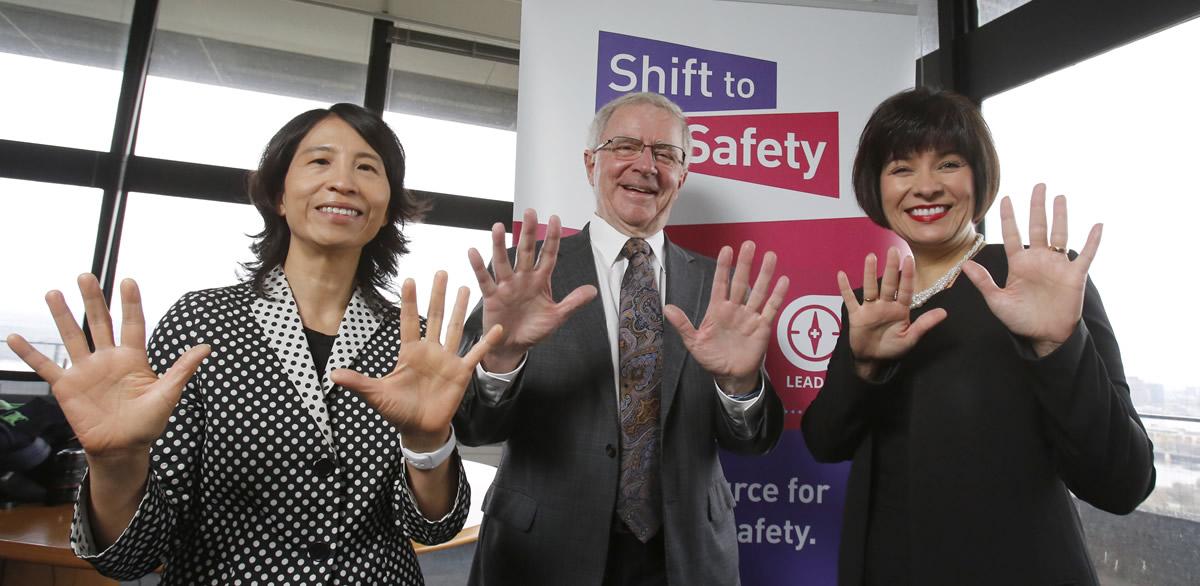 Journée ARRÊT! Nettoyez-vous les mains 2018 – Dre Theresa Tam, administratrice en chef de la santé publique; Dr Brian Wheelock, Institut canadien pour la sécurité des patients; et Mme Ginette Petitpas Taylor, ministre fédérale de la Santé